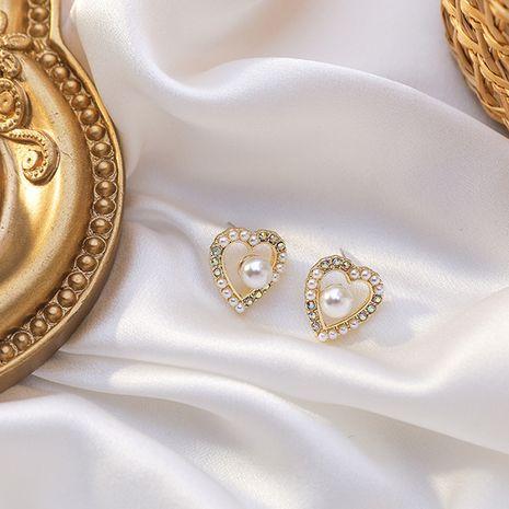 Pequeños pendientes barrocos de diamantes de imitación de amor simple de perlas elegantes retro para mujer NHMS261840's discount tags