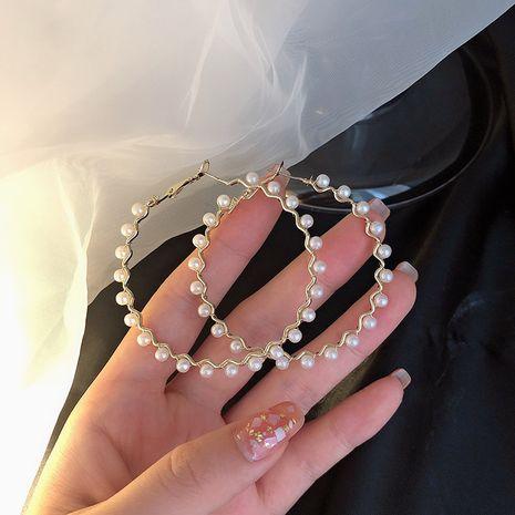 Pendientes de aleación de aro de perlas exagerados de moda de nueva moda para mujer NHXI262001's discount tags