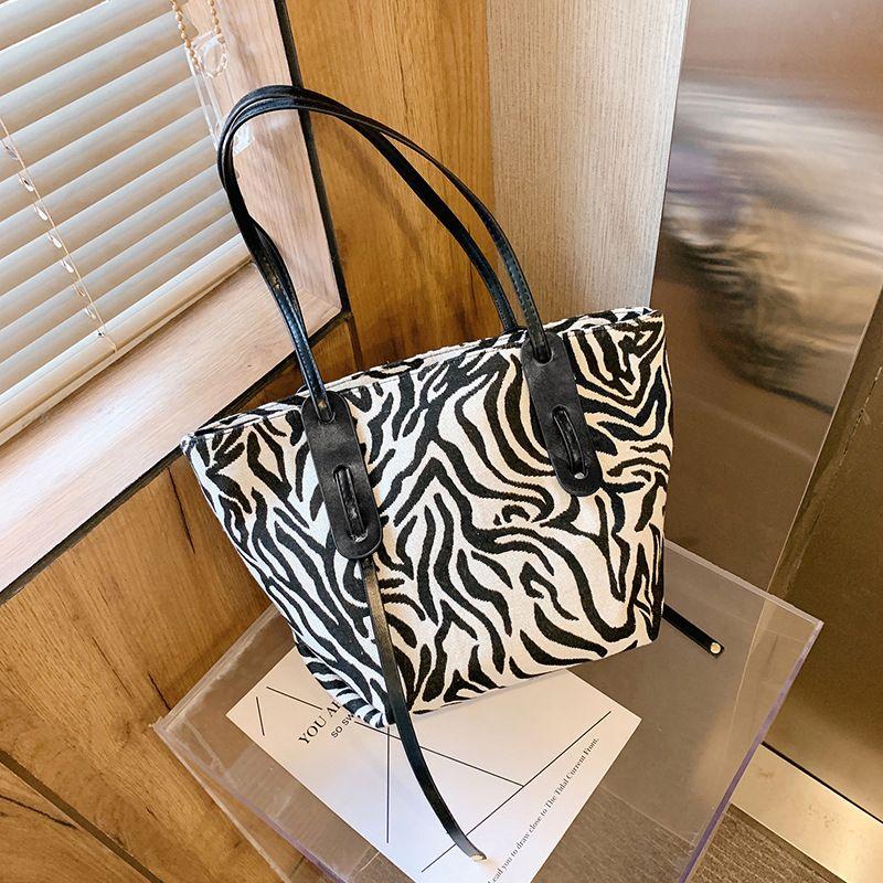 women large capacity autumn retro new trendy shoulder bag tote bag fashion handbag NHJZ263259