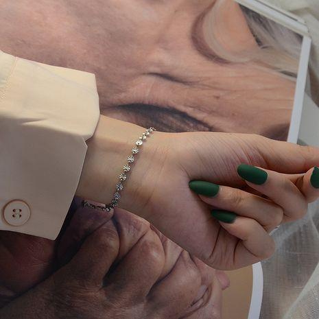 Marée sauvage lot fleur en relief petite marque ronde bracelet en acier au titane couleur solidité préservant NHOK263909's discount tags