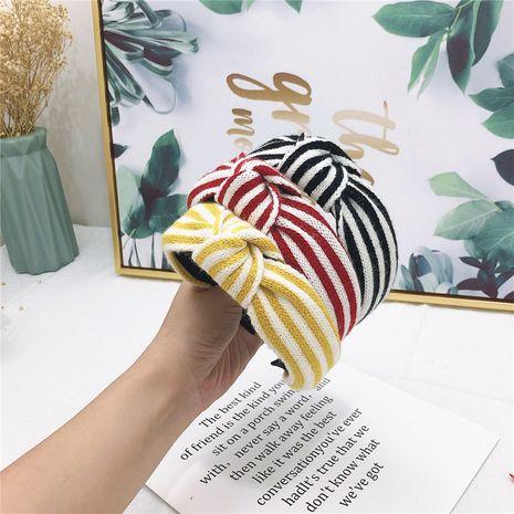 Otoño coreano nueva lana de cachemira rayada nudo medio diadema accesorios para el cabello simples para mujeres NHRH263967's discount tags
