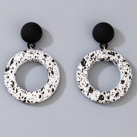 tendance de la mode nouvelles boucles d'oreilles simples en métal noir et blanc pour femmes NHGY264597's discount tags