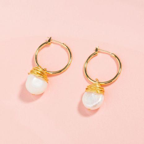 Crochets d'oreille en forme de C doré coréen boucles d'oreilles en perles de pain naturel enveloppées à la main en gros NHAN252552's discount tags
