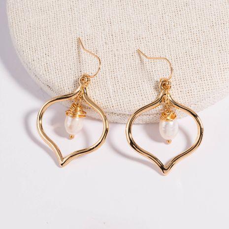 Fil de cuivre doré enveloppé de perles naturelles crochets d'oreille coeur pêche boucles d'oreilles texture en métal boucles d'oreilles en gros NHAN252582's discount tags