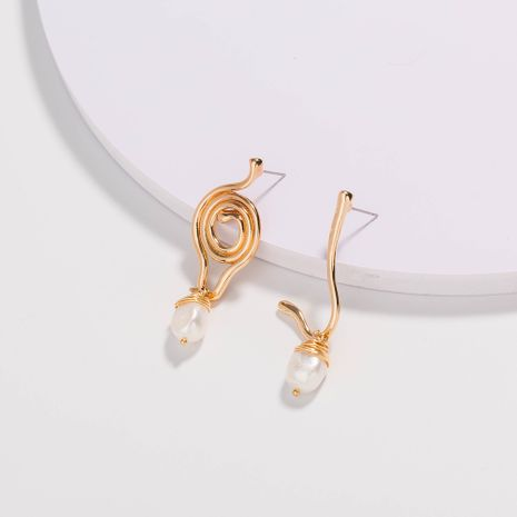 boucles d'oreilles en forme d'or boucles d'oreilles asymétriques en perles d'eau douce naturelles tissées à la main en gros NHAN252589's discount tags