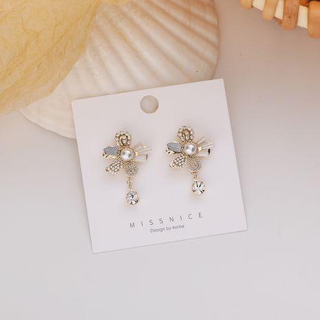 Pendientes de la aleación salvaje de la flor retro coreana de la perla del diamante artificial del nuevo diseño para las mujeres NHMS252841's discount tags