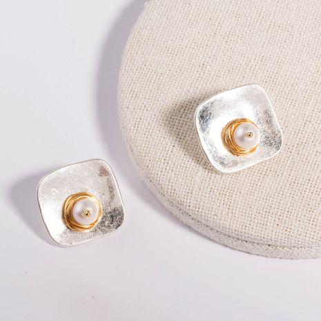 Vente chaude de boucles d'oreilles en alliage carré d'argent de sable de perle d'eau douce naturelle en gros NHAN254017's discount tags