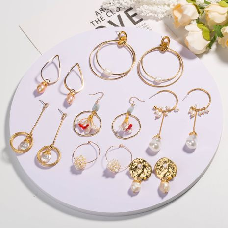 Boucles d'oreilles à la main exagérées créatives de perles d'eau douce naturelles de style populaire en gros NHAN254169's discount tags