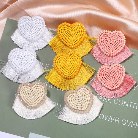 Pendientes de borla de tela corta con cuentas de arroz hechas a mano en forma de corazón de melocotón exagerado al por mayor NHJQ254388's discount tags