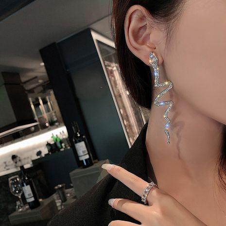 Pendientes exagerados de diamantes de imitación en forma de serpiente nuevos pendientes largos de estilo coreano al por mayor NHNT254561's discount tags