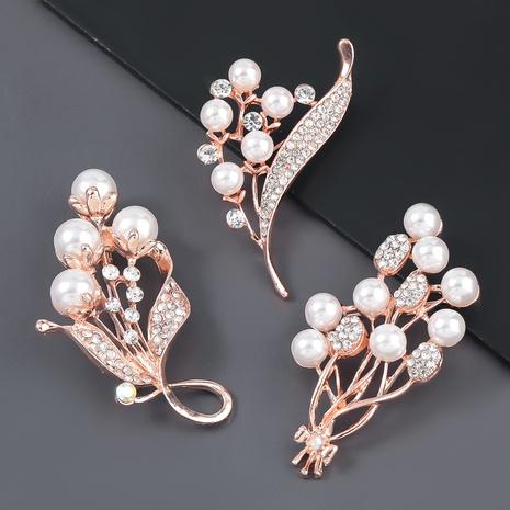 Broche fleur en alliage de perles incrustées de diamants NHJE307960's discount tags
