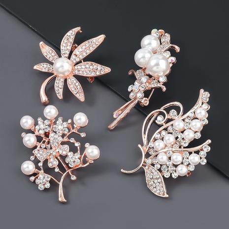 Broche à fleur de feuille de perle en alliage de mode NHJE309172's discount tags