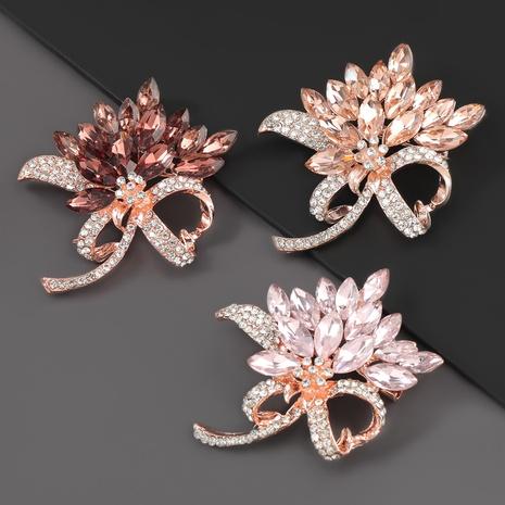 Broche fleur en alliage super flash sertie de diamants NHJE310222's discount tags