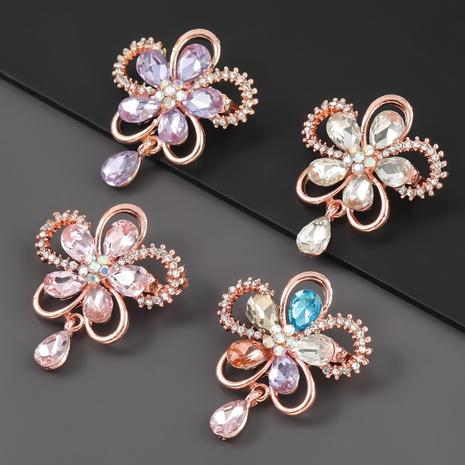 Broche fleur en alliage de diamants sertis de diamants NHJE310223's discount tags