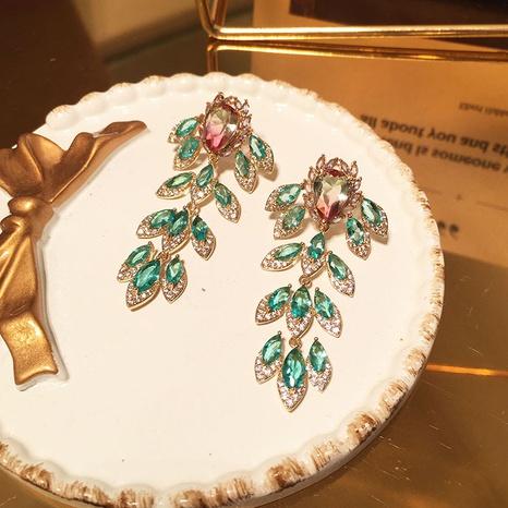 Ohrringe mit langen Quasten aus grünem Blatt NHWK311392's discount tags