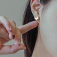 NHOK1440761-F299-Pair-of-gold-earrings