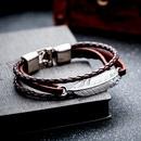 Retro schwarzes mehrschichtiges handgewebtes Federlederarmband NHOP313501