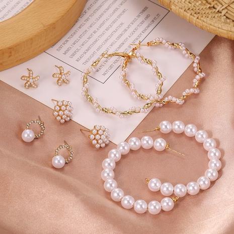 nuevos pendientes de perlas en forma de C NHPF303381's discount tags