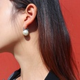 NHOK1378569-Pair-of-steel-white-pearl-earrings