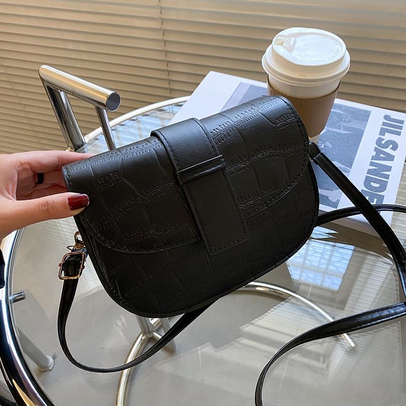 one-shoulder messenger saddle bag  NHEX305979