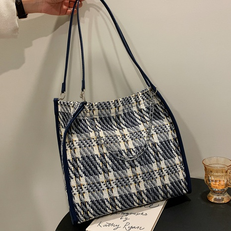 Woolen large-capacity shoulder bag checked pattern chain accessories female bag NHXC439658's discount tags