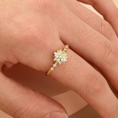 Moda europea y americana, joyería caliente, anillo de copo de nieve de diamante, anillo de dedo índice de circón hexagonal, anillo femenino NHDB439767's discount tags