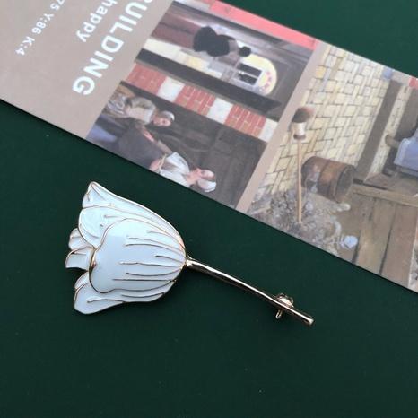 White glaze tulip brooch  NHOM315744's discount tags