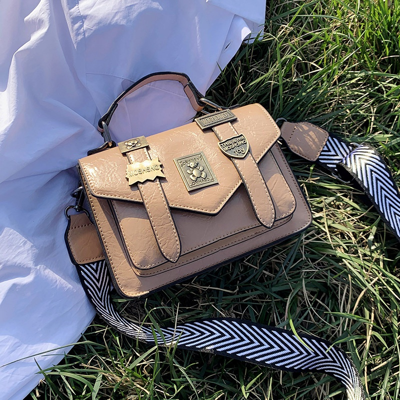 fashion retro badge messenger bag NHJZ316402