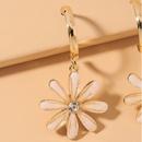 lindos aretes con flores de margarita NHNJ316557