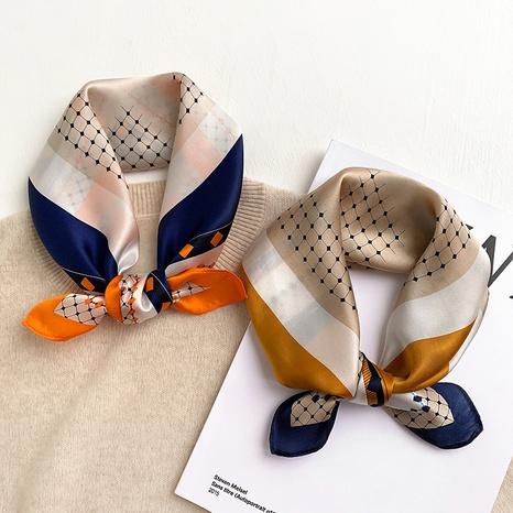 pañuelo cuadrado pequeño de seda a juego con el color NHCJ317911's discount tags