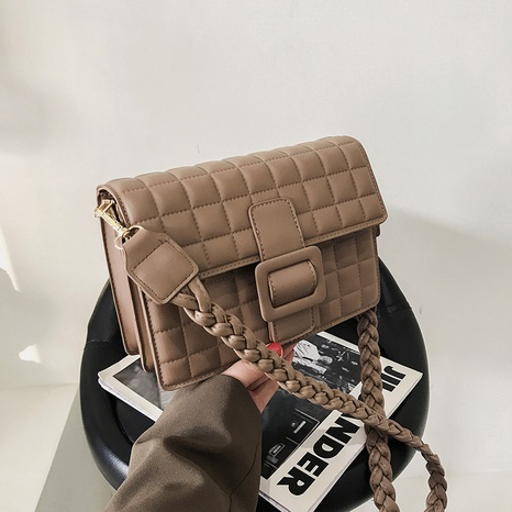 Bolso mensajero cuadrado color caramelo NHTG318079's discount tags