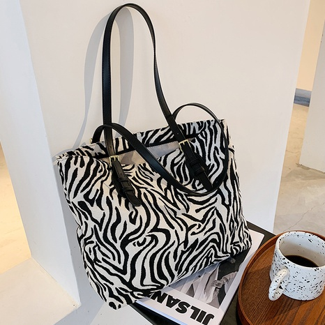 large capacity fashion shoulder bag NHTC318192's discount tags