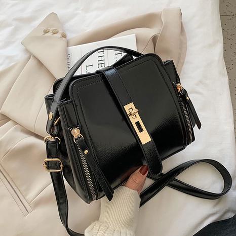 retro one-shoulder messenger fashion bag NHTC318277's discount tags