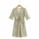 vestido estampado con cintura plisada y cuello en V con costuras de volantes NHAM314361