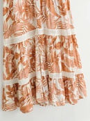 vestido de manga corta con cuello en V y volantes estampados con costuras NHAM314368