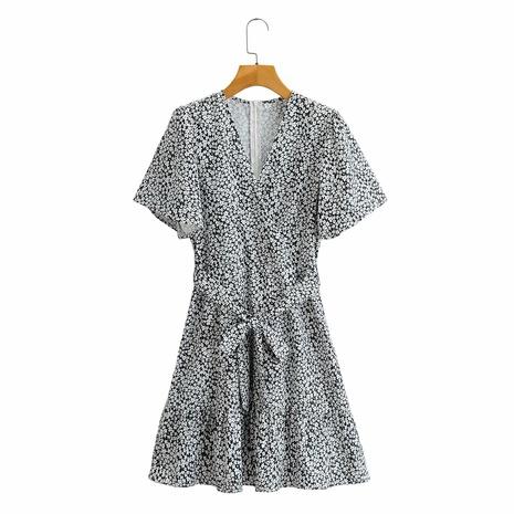 Vestido floral con cinturilla con cuello de pico NHAM314381's discount tags