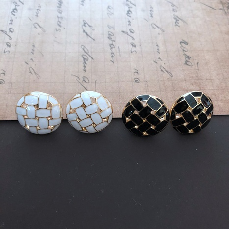 Black and white woven round small earrings  NHOM314570's discount tags