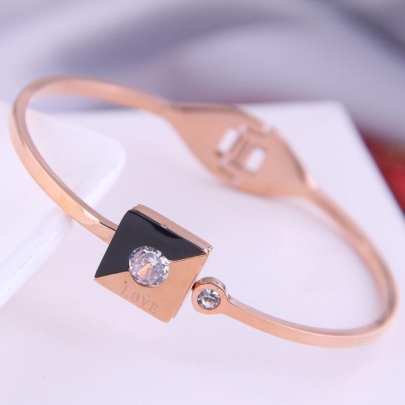 Bracelet de lettre d39amour simple en acier titane de mode corenne NHSC314582