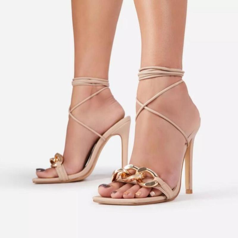 sandalias stiletto con correa de cadena de metal NHEH314712