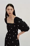 vestido de primavera con bordado de cuello cuadrado NHAM315082