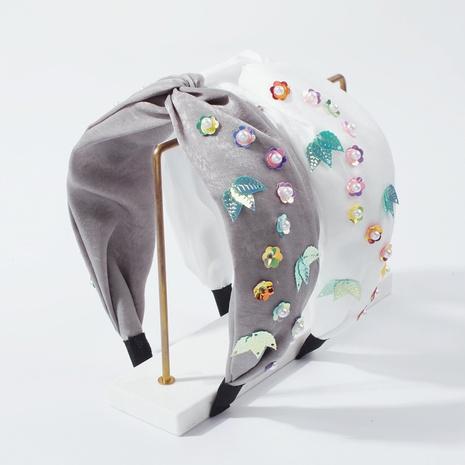 diadema floral de perlas con lentejuelas y ala ancha NHMD322286's discount tags