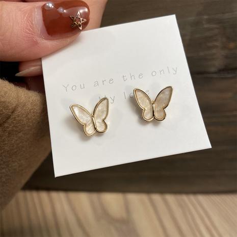 aretes retro de mariposa dorada NHPJ322358's discount tags