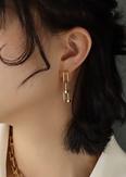 NHOK1493418-F415-pair-of-gold-earrings