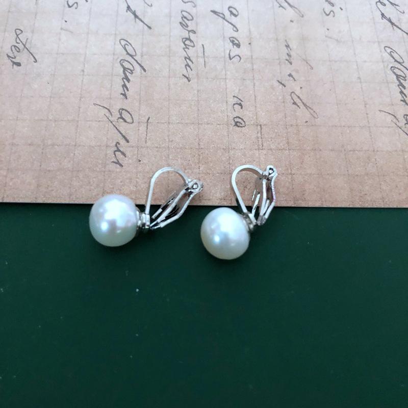 pearl white simple retro ear clip NHOM318916