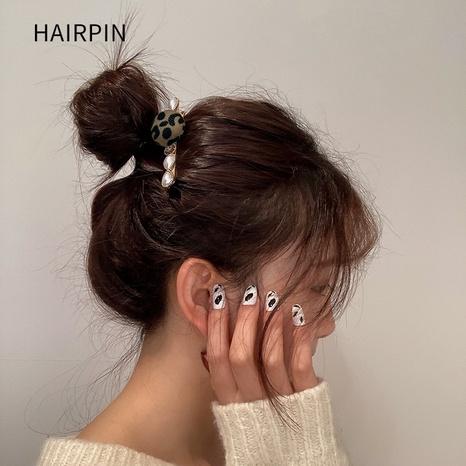 Korean leopard print pearl hairpin NHWF325731's discount tags