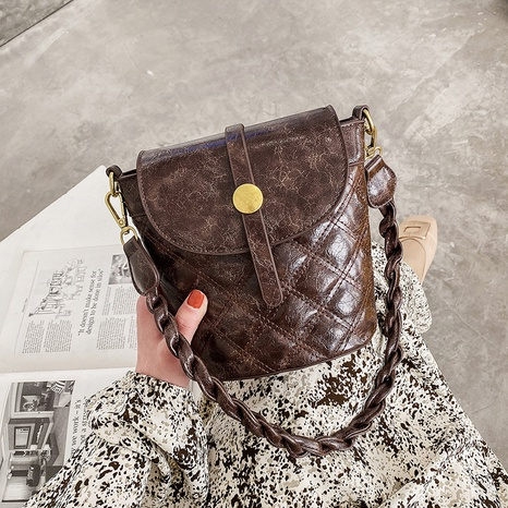 Retro oil leather shoulder bag Korean diamond woven messenger bag bucket bag NHJZ319457's discount tags