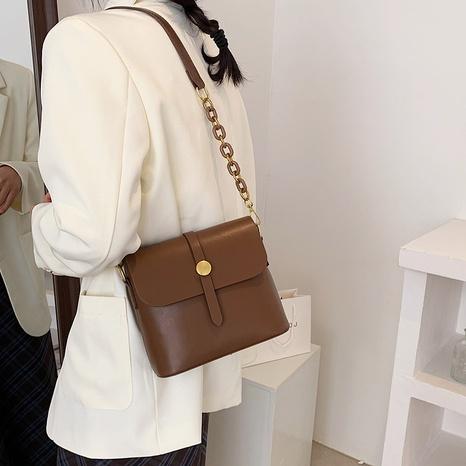 Simple lock messenger bag chain shoulder Bag  NHTG320358's discount tags