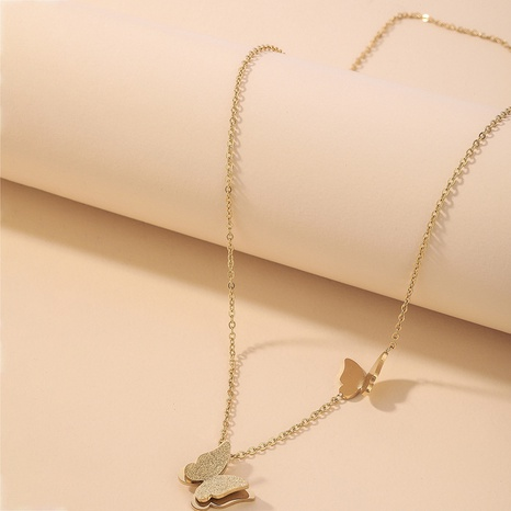 lindo collar de acero de titanio con dos mariposas NHNJ321458's discount tags