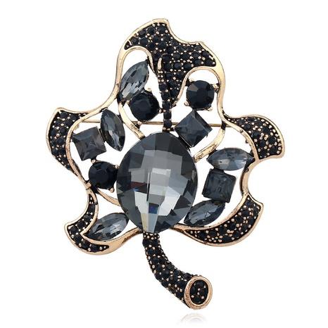 Broche creuse pleine de diamant de feuille de mode NHKQ331128's discount tags