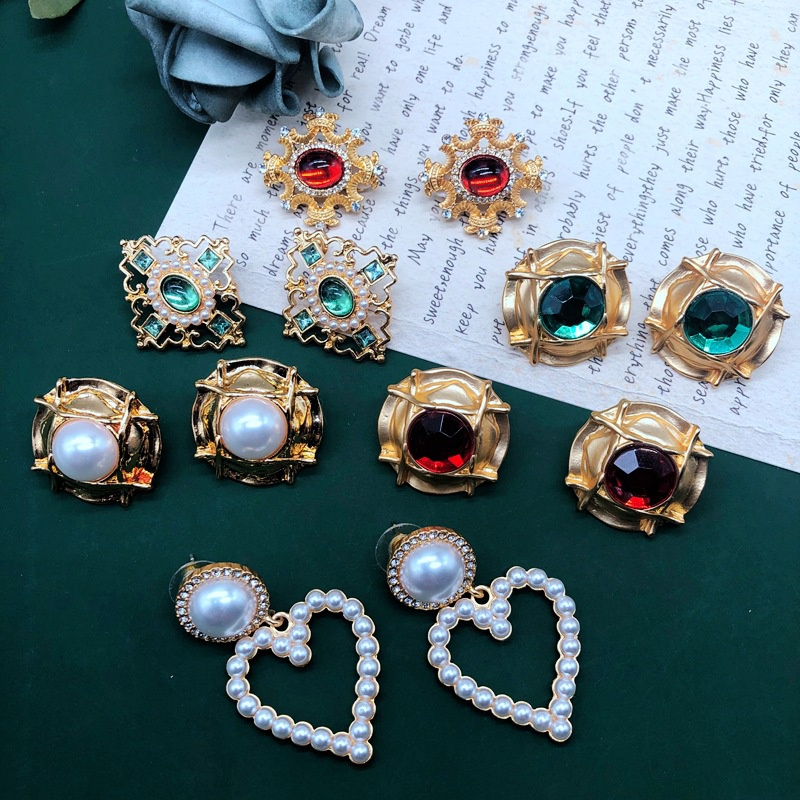 Fashion heartshape pearl emerald earrings wholesale NHOM335221